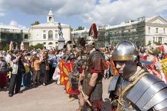 PAVLOVSK, RUSSLAND - 18. JULI 2015: Foto des Kriegers-Militärgeschichtsclubs Legio V Macedonica Stockbild