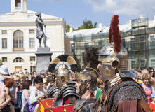 PAVLOVSK, RUSSLAND - 18. JULI 2015: Foto des Kriegers-Militärgeschichtsclubs Legio V Macedonica Lizenzfreie Stockbilder