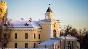 PAVLOVSK ST PETERSBURG RYSSLAND - februari 21, 2018: Sikt till den Bip slotten i en vårdag Slotten byggdes i 1795-179 Royaltyfri Bild