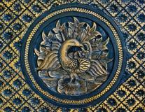 Pavo real tallado de madera Imagenes de archivo