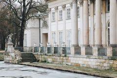 Paw w Lazienki lub Królewskim skąpanie parku w Warszawa w Polska zdjęcie stock