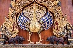 Pawia statua w Wata baranie Poeng Tapotaram, Chiang Mai Tajlandia zdjęcia royalty free