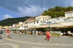 Paxos访问希腊海岛的港口游人 库存照片