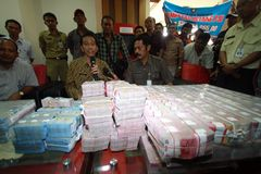 Pay electricity arrears. Jakarta Governor, Joko Widodo (middle) pay arrears of electricity to PLN much as 9 Billion Rupiah when still serving as the Mayor of Stock Photography