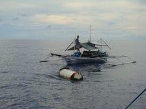Payaos de las novedades usados por la industria pesquera artesanal de la línea para el atún de trucha salmonada en las Filipinas foto de archivo libre de regalías