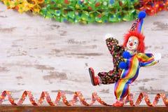 Payaso con el traje colorido en el partido del carnaval Fotografía de archivo libre de regalías