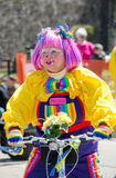 Payaso en un desfile Foto de archivo libre de regalías