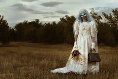 Payaso malvado asustadizo en un vestido de la novia Fotografía de archivo libre de regalías