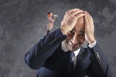 Payaso que cierra con el megáfono a un hombre de negocios foto de archivo libre de regalías