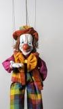 Payaso que da la bienvenida colorido Puppet en Praga Imagenes de archivo