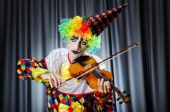 Payaso que juega en el violín Foto de archivo libre de regalías
