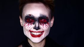 payaso Woman Laughing Crazy del horror de 4k Halloween metrajes