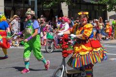 Payasos en el desfile floral magnífico 2015 de Portland Imágenes de archivo libres de regalías