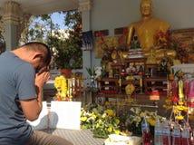 Payez un respect à la statue de Bouddha photographie stock libre de droits