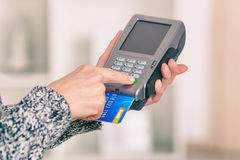 Paying with credit or debit card Royalty Free Stock Photos