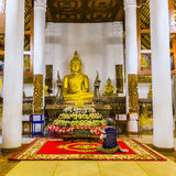Paying respect to Buddha image Royalty Free Stock Photos