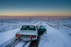 Paykan sulla strada di inverno Fotografie Stock Libere da Diritti