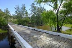 Paynes在路的过桥在Wollombi和Broke在洪特尔谷,NSW,澳大利亚之间 免版税库存图片