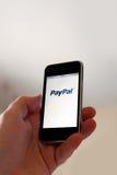 PayPal Anwendung auf Handybildschirm stockfotografie