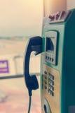 Payphone, jawnego telefonu karta w Tajlandia lub moneta i fotografia stock