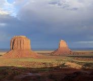 Paysage à la vallée de monument dans le coucher du soleil Photo libre de droits