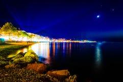 Paysage épique de nuit d'île Image stock