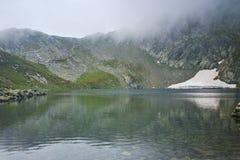 Paysage étonnant du lac eye, les sept lacs Rila Photos stock