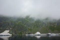 Paysage étonnant du lac eye, les sept lacs Rila Photos libres de droits