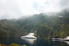 Paysage étonnant du lac eye, les sept lacs Rila Images stock