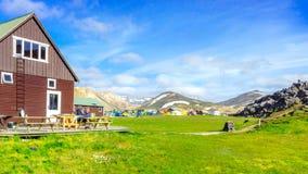 Paysage étonnant en Islande avec les montagnes et le Hot Springs géothermique Secteur de terrain de camping de Landmannalaugar Images stock