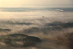 Paysage aérien brumeux Photos stock