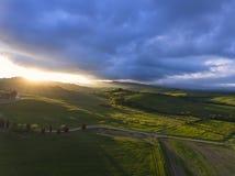 Paysage aérien de colline de lever de soleil de la Toscane Photos libres de droits