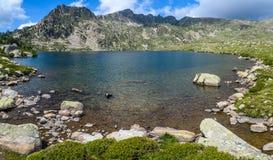 Paysage alpin dans le lac Montmalus en Andorre Photographie stock