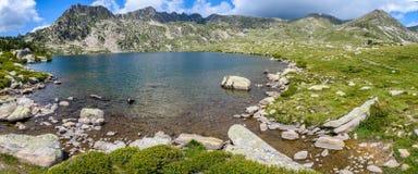 Paysage alpin dans le lac Montmalus en Andorre Photos stock