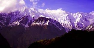 Paysage alpin scénique avec et gammes de montagne fond naturel de montagne Photo libre de droits