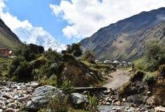 Paysage andin de montagne le long du voyage de Salkantay à Machu Picchu, Pérou photos stock