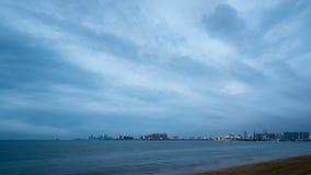Paysage architectural de baie de Hainan Haikou banque de vidéos