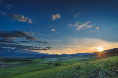 Paysage au coucher du soleil Montagnes photos libres de droits