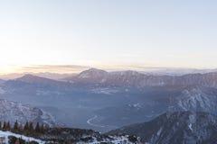 Paysage au-dessus de trentino Vally après coucher du soleil Images libres de droits