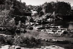 Paysage australien rocailleux en noir et blanc - Édith tombe, Australie photo stock