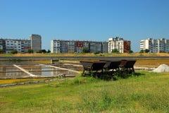 Paysage avec des étangs de sel Image libre de droits