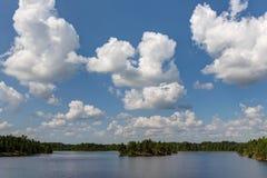 Paysage avec des cumulus photos libres de droits