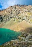 Paysage avec l'aile du nez-Kul de lac de montagne, Kirghizistan Photographie stock libre de droits
