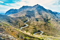 Paysage avec la gamme, les collines et la route de montagne image libre de droits