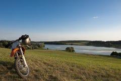 Paysage avec la moto Image libre de droits