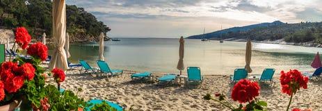 Paysage avec la plage d'Aliki photos stock