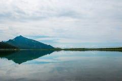 Paysage avec la réflexion dans le lac Image stock