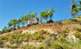 Paysage avec la roche et les arbres dans Kemer, Turquie photographie stock