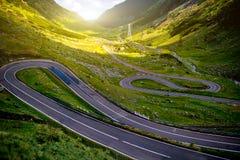 Paysage avec la route de serpantine Photographie stock