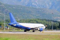 Paysage avec la vue de l'aéroport de Tivat Photos libres de droits